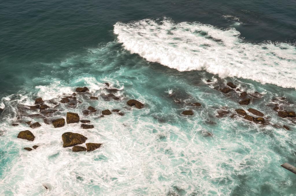 Океан под маяком Дондра