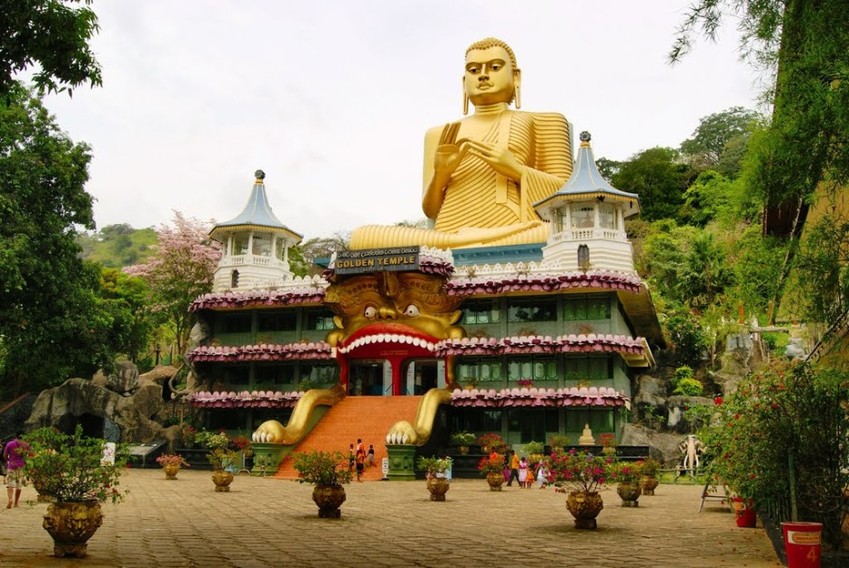 золотой храм дамбулла в шри ланке