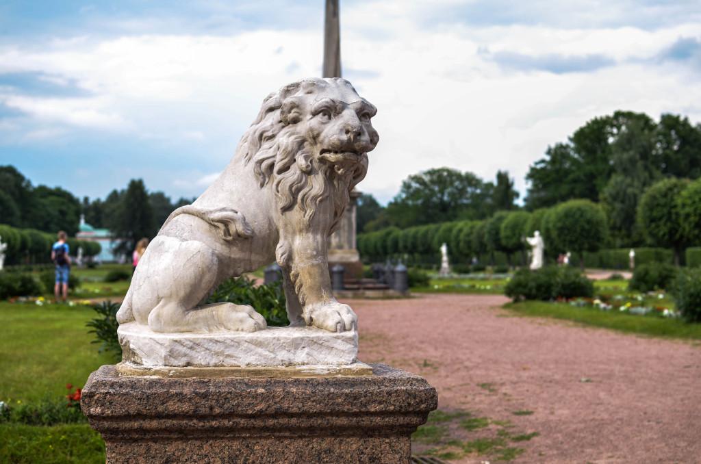Лев у усадьбы Шереметьево в Кусково