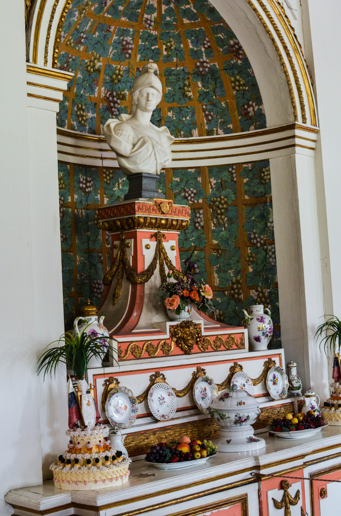 внутри усадьбы Шереметьевых в Кусково