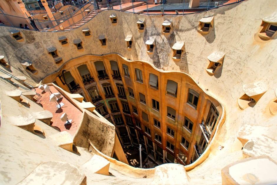 Дом Мила Гауди в Барселоне