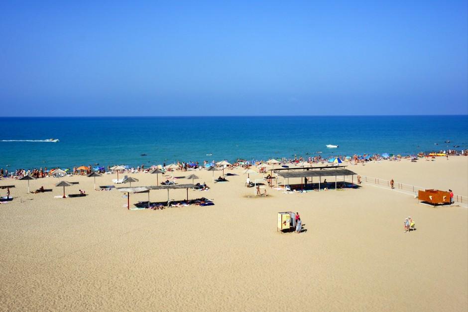 есть ли в сочи песчаные пляжи