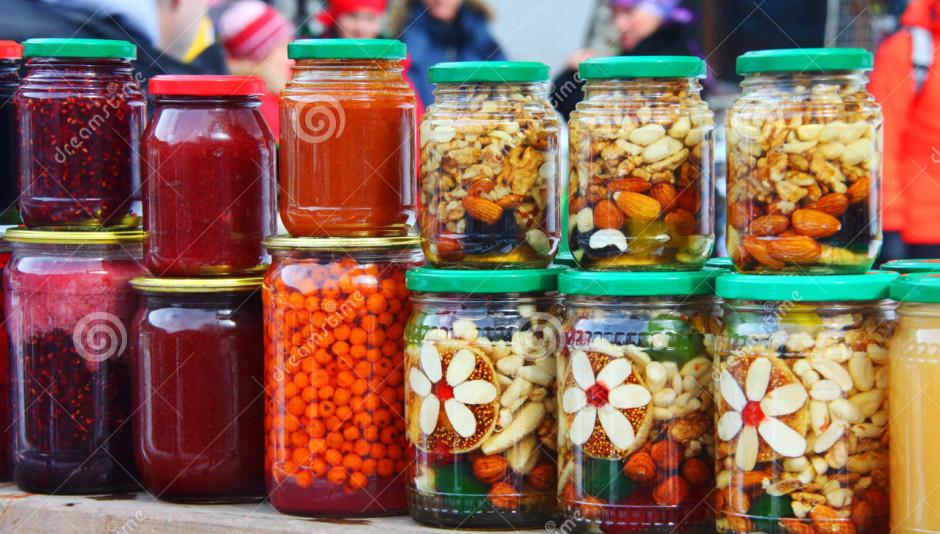Рынок на Домбайской поляне